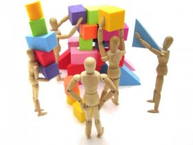 ゆいろ、という名前ですが、小さなグループで共同作業することを意味する「結(ゆい)」と個性を意味する「色」を合わせた造語なんです。