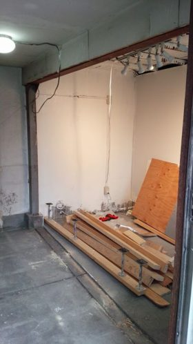 やっと柱まで取れて、解体は残すところ床のモルタル剥がしのみになりました。