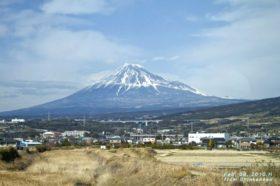 愛知県出身なので富士山は小さい頃から見慣れているし、登ったことも3回ほどあるのですが、お正月に見る晴天の富士はやはり格別です。