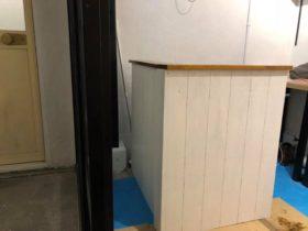 棚を付け直して、ビス穴を埋めてペンキを塗り直し完了。